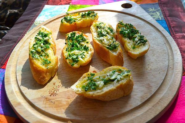 Bánh mì bơ tỏi - Bữa sáng tuyệt vời bánh mì bơ tỏi Bánh mì bơ tỏi – Bữa sáng tuyệt vời banh mi bo toi bua sang tuyet voi1