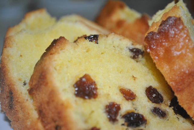 Cách làm bánh bông lan nho khô
