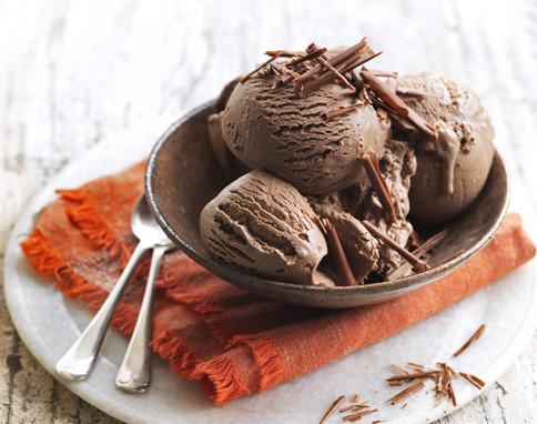 Cách làm kem socola không cần máy 4 cách làm kem socola Cách làm kem socola không cần máy cach lam kem socola khong can may4