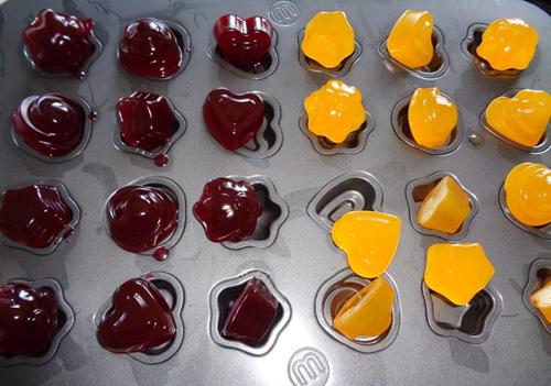 Gỡ thành phẩm khỏi khuôn trước khi sử dụng  gelatin Gelatin – Cách sử dụng và một vài lưu ý khi sử dụng gelatin cach su dung va mot vai luu y khi su dung 5