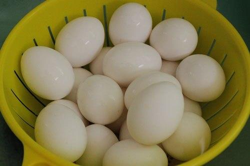 Cách làm trứng muối cách làm trứng muối Cách làm trứng muối đơn giản tại nhà cach lam trung muoi 5