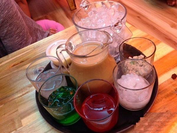 cac-loai-tra-sua-hot-nhat-o-sai-gon-trong-mua-he-nay-2 các loại trà sữa Điểm danh các loại trà sữa hot nhất ở Sài Gòn cac loai tra sua hot nhat o sai gon trong mua he nay 2