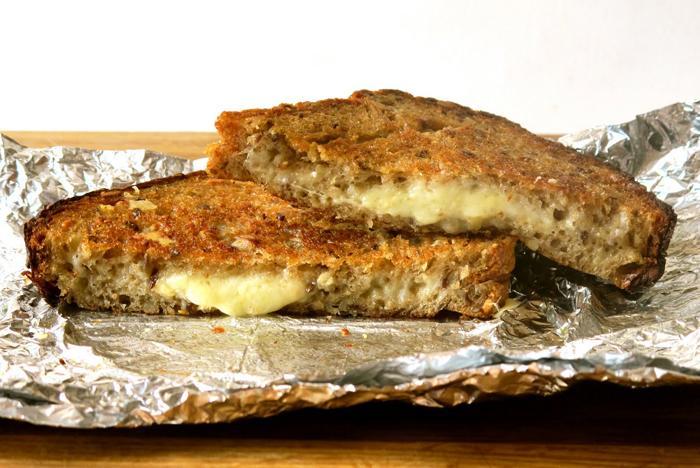 Làm bánh mì phomai nướng bằng bàn là 4 bánh mì phomai Bánh mì phomai nướng giòn tan bằng bàn là lam banh mi pho mai nuong bang ban la 6