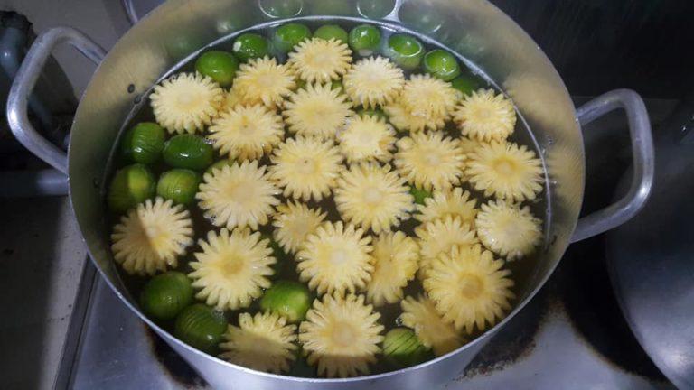 cách nấu nước đường bánh nướng dứa thơm 1 cách đun nước đường bánh dẻo Cách đun nước đường bánh dẻo cho mùa Trung thu cach nau nuoc duong banh nuong dua thom 1 768x432