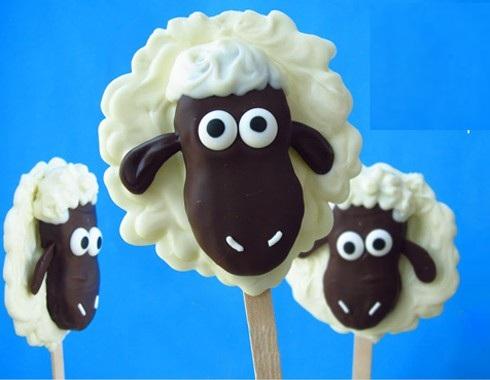 cach-trang-tri-banh-keo-ngo-nghinh-cho-bua-tiec-ngot-5 cách trang trí bánh Cách trang trí bánh kẹo ngộ nghĩnh cho bữa tiệc ngọt cach trang tri banh keo ngo nghinh cho bua tiec ngot 5