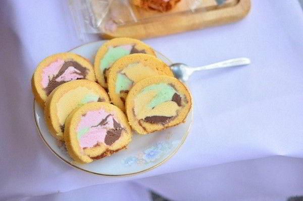 cach-lam-banh-bong-lan-cuon-kem-cang-an-cang-them-10 cách làm bánh bông lan cuộn kem Cách làm bánh bông lan cuộn kem càng ăn càng thèm cach lam banh bong lan cuon kem cang an cang them 10