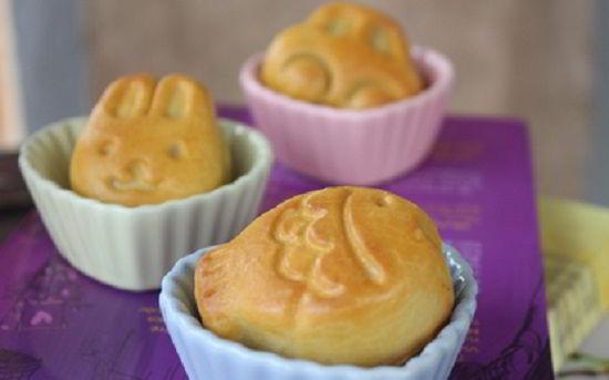 cach-lam-banh-trung-thu-cac-hinh-xinh-xan-cho-be-yeu-17 cách làm bánh trung thu Bánh Trung thu hình thú cực dễ cho bé yêu cach lam banh trung thu cac hinh xinh xan cho be yeu 17