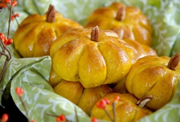 Học ngay cách làm bánh mì hình quả bí thơm ngon hết ý