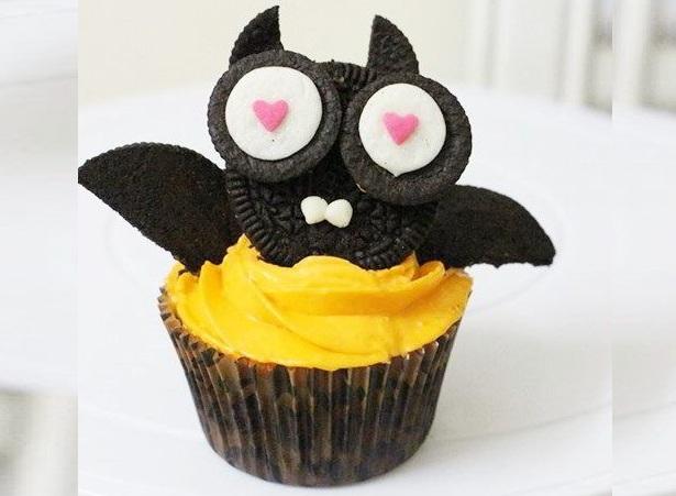 Quậy Halloween với cách làm bánh cupcake hình dơi