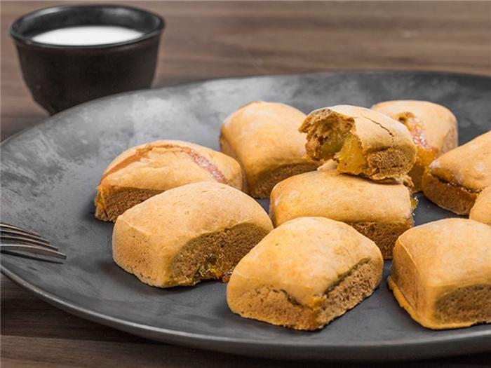 cach-lam-banh-dua-nuong-0 cách làm bánh dứa nướng Hấp dẫn với cách làm bánh dứa nướng ăn vào là sướng cach lam banh dua nuong 0