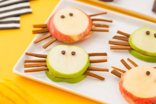 cách làm snack táo Quá đơn giản với 2 cách làm snack táo cho Halloween cach lam snack tao 6 e1446188440274