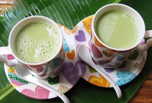 cách làm sữa đậu nành lá dứa 0 cách làm sữa đậu nành Thêm cách làm sữa đậu nành lá dứa uống một lần là mê cach lam sua dau nanh la dua 0 e1444949072996