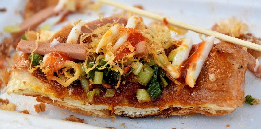 Cách làm bánh mì nướng muối ớt cơn sốt ở đất Sài Gòn cách làm bánh mì nướng muối ớt Cách làm bánh mì nướng muối ớt cơn sốt ở đất Sài Gòn cach lam banh mi nuong muoi ot con sot o dat sai gon 2