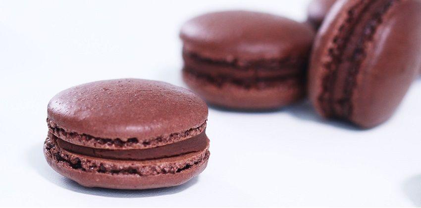cách làm macarons chocolate 2 cách làm macarons chocolate Chinh phục cách làm macarons chocolate nào các bạn ơi cach lam macarons chocolate dung chuan khong kho chut nao 2