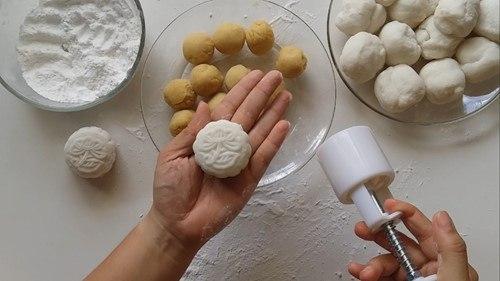 5 lý do khiến các mẹ các chị thích tự làm bánh trung thu tại nhà 3