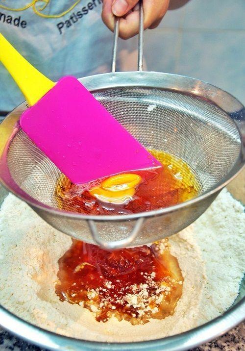 Cách làm bánh trung thu dừa hạnh nhân 1 cách làm bánh trung thu dừa hạnh nhân Cách làm bánh Trung thu dừa hạnh nhân thơm ngon tại nhà cach lam banh trung thu dua hanh nhan thom ngon tai nha 1