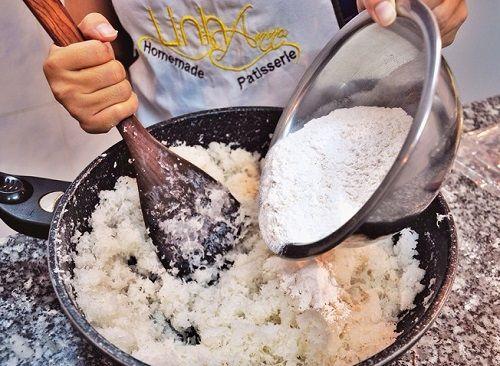 Cách làm bánh trung thu dừa hạnh nhân 5 cách làm bánh trung thu dừa hạnh nhân Cách làm bánh Trung thu dừa hạnh nhân thơm ngon tại nhà cach lam banh trung thu dua hanh nhan thom ngon tai nha 5