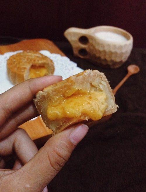 cách làm bánh trung thu Hong Kong nhân kim sa trứng muối 10