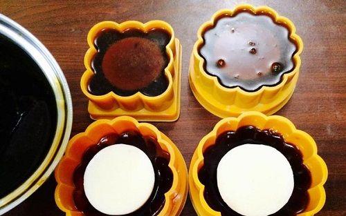 cách làm bánh trung thu rau câu nhân kem sữa phomai 5 cách làm bánh trung thu rau câu nhân kem sữa phomai Bánh Trung thu rau câu nhân kem sữa phomai ngon không thể chối từ cach lam banh trung thu rau cau nhan kem sua phomai 4