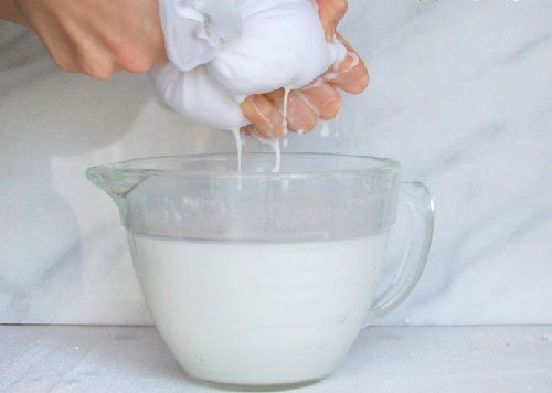 Cách làm dầu dừa nguyên chất 3 cách làm dầu dừa nguyên chất Cách làm dầu dừa nguyên chất đơn giản ngay tại nhà cach lam dau dua nguyen chat don gian ngay tai nha 4