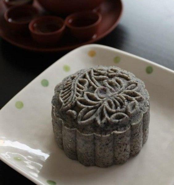 Cách làm bánh dẻo mè đen thơm ngon hấp dẫn ngay tại nhà 1 cách làm bánh dẻo Cách làm bánh dẻo mè đen thơm ngon hấp dẫn ngay tại nhà cach lam banh deo me den thom ngon hap dan ngay tai nha 1