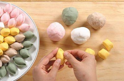 cách làm bánh dẻo songpyeon hàn quốc Cách làm bánh dẻo Songpyeon Hàn Quốc mới lạ mùa Trung thu cach lam banh deo songpyeon han quoc moi la mua trung thu 4