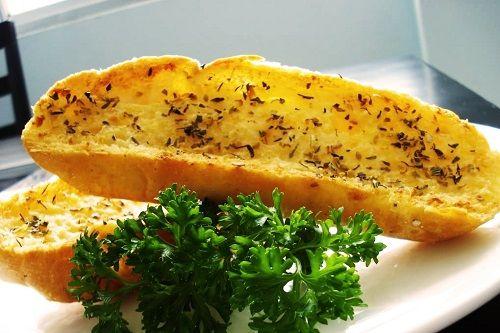 Cách làm bánh mì bơ tỏi ngon quên sầu cho bữa sáng