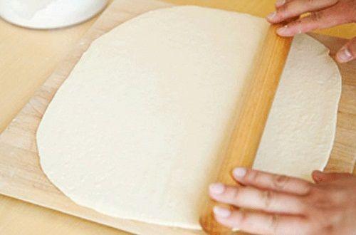 cách làm pizza cuộn 2 cách làm pizza cuộn Cách làm pizza cuộn nhân phomai mới lạ ngay tại nhà cach lam pizza cuon nhan phomai moi la ngay tai nha 2