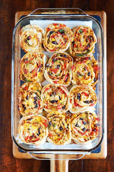 cách làm pizza cuộn 6 cách làm pizza cuộn Cách làm pizza cuộn nhân phomai mới lạ ngay tại nhà cach lam pizza cuon nhan phomai moi la ngay tai nha 8