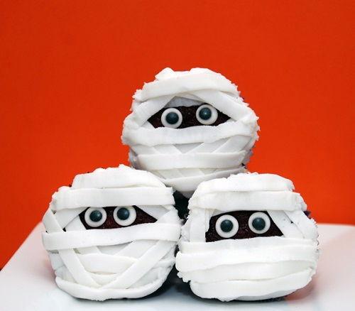 cách làm bánh cupcake xác ướp 6