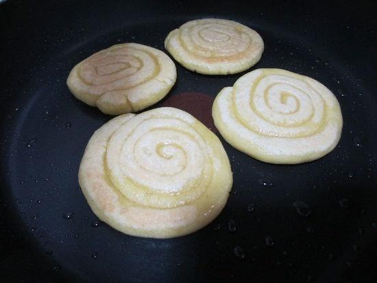 cách làm bánh nếp chiên giòn 6 cách làm bánh nếp Vào bếp làm bánh nếp chiên giòn nhâm nhi ngày gió mùa cach lam banh nep chien gion nham nhi ngay gio mua 7