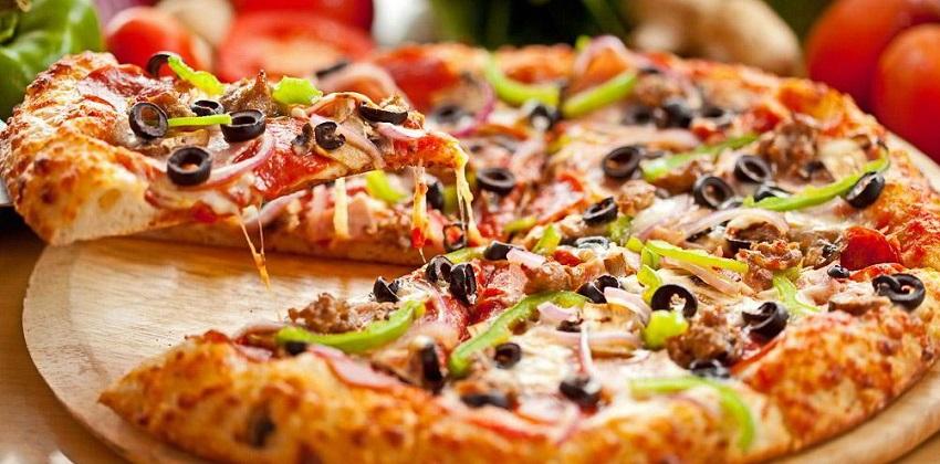 cách làm pizza bằng nồi cơm điện 7 cách làm pizza bằng nồi cơm điện Mới lạ với bánh pizza bằng nồi cơm điện ngon hơn ngoài hàng cach lam banh pizza bang noi com dien ngon kho cuong 9