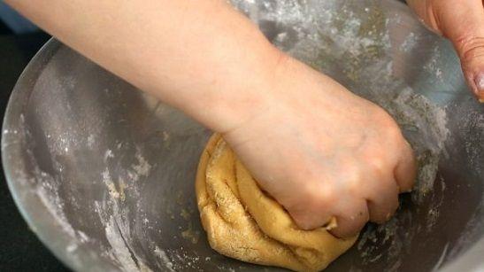 cách làm bánh quy đậu phộng 2 cách làm bánh quy đậu phộng Cách làm bánh quy đậu phộng thưởng thức ngày cuối tuần cach lam banh quy dau phong thuong thuc ngay cuoi tuan 2