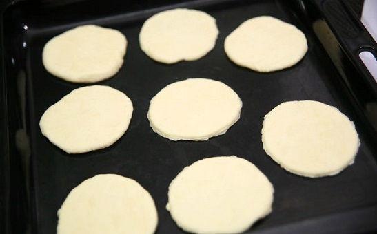 cách làm bánh quy socola kẹo dẻo 7 cách làm bánh quy socola kẹo dẻo Cách làm bánh quy socola kẹo dẻo mới lạ cực hấp dẫn cach lam banh quy socola keo deo moi la cuc hap dan 5