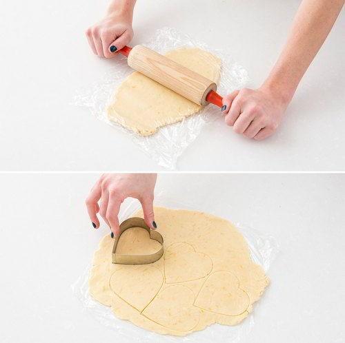 cách làm bánh quy trái tim 5 cách làm bánh quy trái tim Cách làm bánh quy trái tim ngọt ngào tặng mẹ ngày 20/10 cach lam banh quy trai tim ngot ngao tang me ngay 2010 5