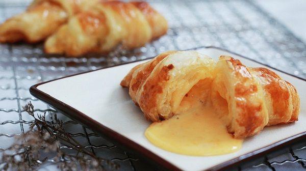 cách làm bánh sừng bò nhân trứng muối 1 cách làm bánh sừng bò nhân trứng muối Cách làm bánh sừng bò nhân trứng muối mới lạ tại nhà cach lam banh sung bo nhan trung muoi moi la tai nha 1