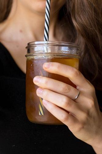 cách pha trà nghệ quế 2 cách pha trà nghệ quế Cách pha trà nghệ quế thơm lừng tuyệt ngon cực lạ cach pha tra nghe que thom lung tuyet ngon cuc la 2