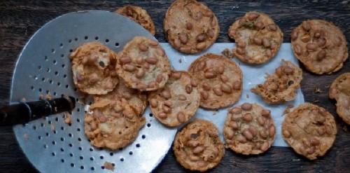 cách làm bánh đậu phộng chiên 1 cách làm bánh đậu phộng chiên Giòn rụm thơm phức với bánh đậu phộng chiên giòn cach lam banh dau phong chien gion rum va thom ngon 1 e1478175791351