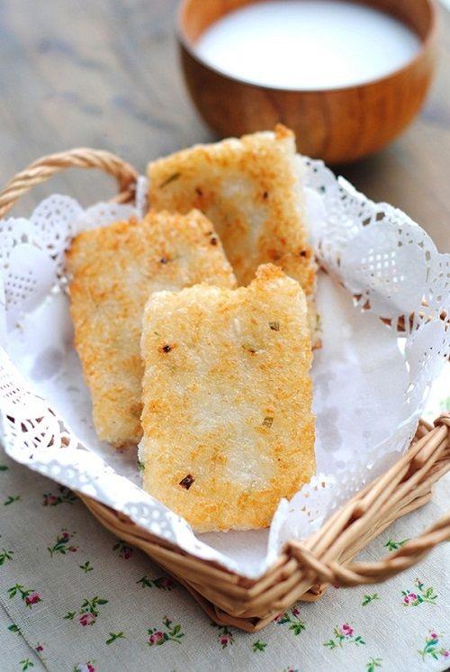 cách làm bánh gạo chiên 6 cách làm bánh gạo chiên Bánh gạo chiên cực ngon cho bữa sáng tràn đầy năng lượng cach lam banh gao chien cuc ngon cho bua sang nang luong 7