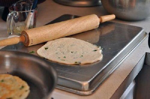 cách làm bánh mì hành 5 cách làm bánh mì hành Cách làm bánh mì hành không cần lò nướng giòn thơm cach lam banh mi hanh khong can lo nuong gion thom 5