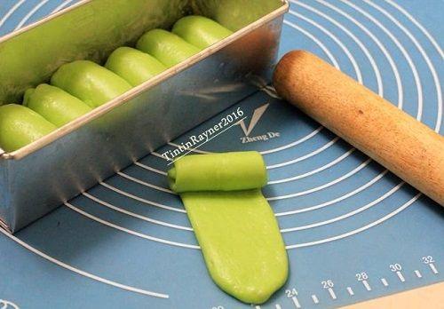 cách làm bánh mỳ lá dứa 3 cách làm bánh mỳ lá dứa Cách làm bánh mỳ lá dứa lạ miệng ngon miễn chê cach lam banh my la dua la mieng ngon mien che 3