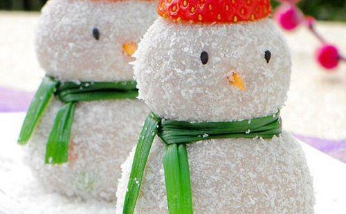 cách làm bánh người tuyết 2 cách làm bánh người tuyết Giáng sinh vào bếp làm bánh kem dừa người tuyết cực độc đáo cach lam banh nguoi tuyet bang kem vani phu com dua 2