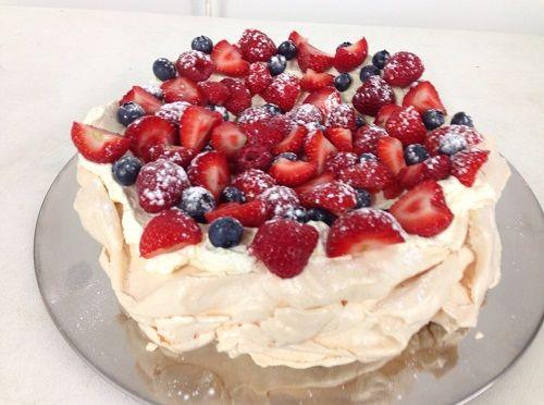 cách làm bánh Pavlova 5 cách làm bánh pavlova Cách làm bánh Pavlova dâu tây ngọt ngào cho lễ Giáng sinh cach lam banh pavlova dau tay ngot ngao cho giang sinh 5