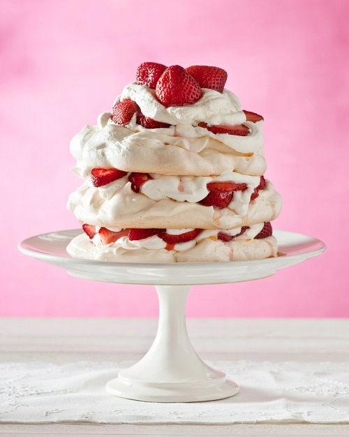 cách làm bánh Pavlova 1 cách làm bánh pavlova Cách làm bánh Pavlova dâu tây ngọt ngào cho lễ Giáng sinh cach lam banh pavlova dau tay ngot ngao cho giang sinh 7