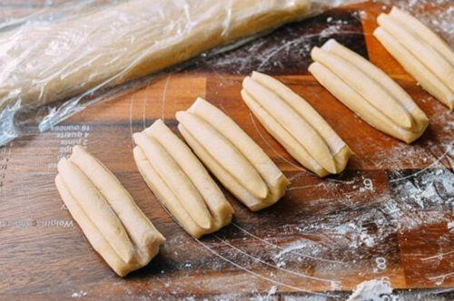 cách làm bánh quẩy 4 cách làm bánh quẩy Vào bếp làm bánh quẩy bằng bột bánh quẩy Vĩnh Thuận cực đơn giản cach lam banh quay bang bot tron san gion rum thom ngon 4
