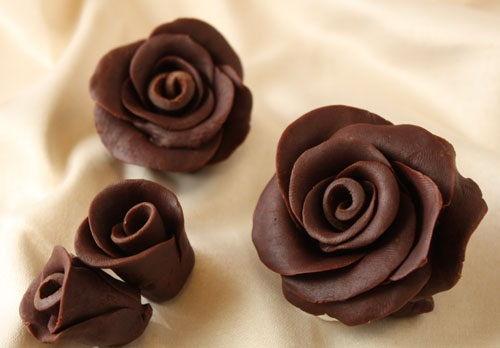 cách làm hoa hồng chocolate 1 cách làm hoa hồng chocolate Đẹp mê mẩn với cách làm hoa hồng chocolate cực dễ không thể bỏ qua dep me man voi cach lam hoa hong chocolate cuc de khong the bo qua 1