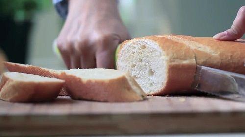 công thức bánh mỳ chiên trứng sữa 2 công thức bánh mỳ chiên trứng sữa Tận dụng bánh mỳ thừa với công thức bánh mỳ chiên trứng sữa siêu dễ tan dung banh my thua voi cong thuc banh my chien trung sua sieu de 2