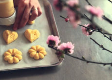 bí quyết làm bánh quy tết 6 bí quyết làm bánh quy tết Bí quyết làm bánh quy tết siêu ngon siêu đẹp cho bạn mới tập tành (P2) bi quyet lam banh quy tet sieu ngon sieu dep cho ban moi tap tanh p2 6 230x165