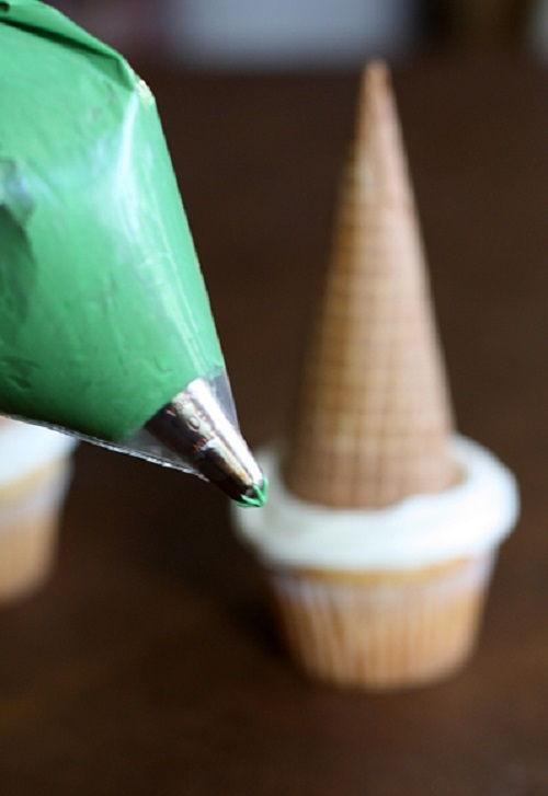 cách làm bánh cupcake cây thông noel 5 cách làm bánh cupcake cây thông noel Giáng sinh lấp lánh với bánh cupcake cây thông Noel siêu đáng yêu cach lam banh cupcake cay thong noel lung linh sac mau 5