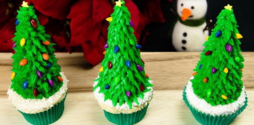 Giáng sinh lấp lánh với bánh cupcake cây thông Noel siêu đáng yêu
